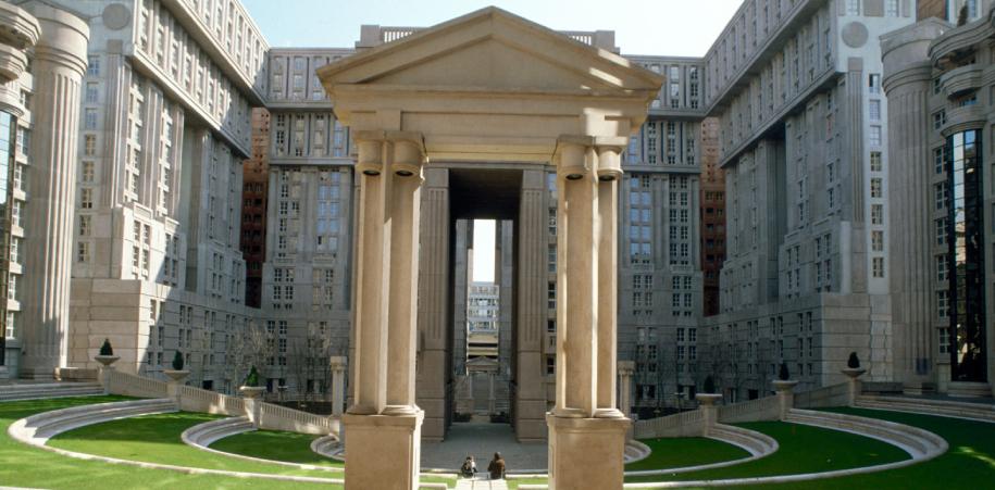 La arquitectura es una manera del arte. La transformación de un espacio vacío en una estructura tridimensional. Una dulce herida en el rostro de la nada…